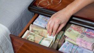 У Запорізькій області бухгалтер школи оформила різні рахунки і півтора року отримувала подвійну зарплатню