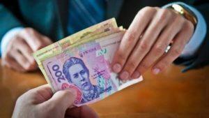 У Запоріжжі адвокат-шахрай умовив бізнесмена дати чиновнику величезний хабар, але забрав гроші собі