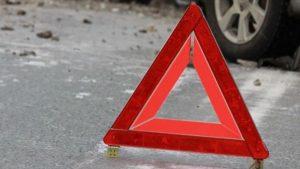 В Запорожской области Lexus вылетел с дороги и перевернулся: на месте работали спасатели
