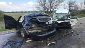 На запорізькій трасі BMW вилетів на зустрічну і протаранив Renault: 5 людей у лікарні