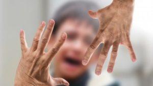 В Запорожье мать, которую лишили родительских прав, годами продолжала издеваться над своими детьми