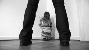 У Запорізькій області 35-річний чоловік півроку розбещував 9-річну доньку співмешканки