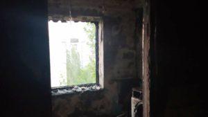 В Запоріжжі в багатоповерхівці сталась пожежа: з поверху евакуювали дитину та чоловіка, — ФОТО