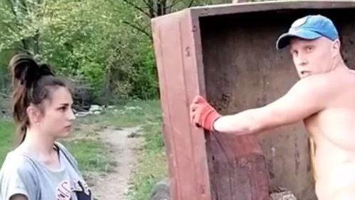 В Запорожье полиция нашла и оштрафовала пару, которая выбросила прицеп строительного мусора возле кладбища, – ФОТО