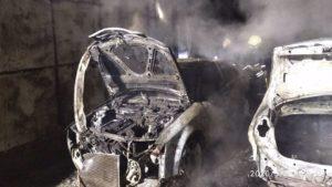 У Запоріжжі вночі у дворі згоріли три іномарки, - ФОТО