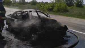 В Запорожской области в жутком ДТП на трассе погибла женщина: один автомобиль сгорел, второй вылетел в кювет, – ФОТО