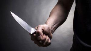 Житель Запоріжжя отримав 8 років за жорстоке вбивство матері: він 11 разів ударив її ножем під час сварки