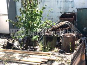 В Бердянске полностью сгорел гараж и авто внутри него: пострадал человек, — ФОТО