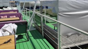 В Запорожье владелец кафе незаконно построил на пляже летнюю площадку, – ФОТО