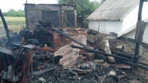 В Запорізькій області в будинку сталась пожежа: з місця події госпіталізували стареньку