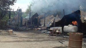 В Ореховском районе полностью сгорела часть частного дома