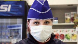 Суд не оштрафував продавчиню в Запоріжжі за те, що вона працювала без маски та рукавичок