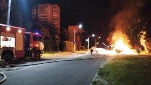 В Запоріжжі вщент згоріла вантажівка, — ФОТО