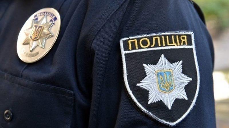 В Запорожской области горе-мать оштрафовали за детей в грязной одежде