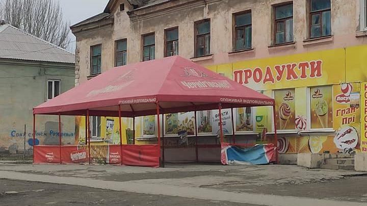 Запорожская инспекция по благоустройству убрала летнюю площадку в Заводском районе