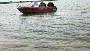 Отца и ребенка на лодке без весел вынесло в открытое море в Запорожской области
