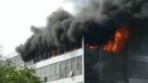 В Запорожье на Космосе горит здание обувной фабрики «Мида», – ФОТО, ВИДЕО