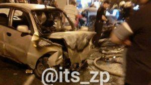 В Запорожье на Бабурке произошло смертельное лобовое ДТП: водитель сгорел заживо, пассажирку госпитализировали, – ВИДЕО