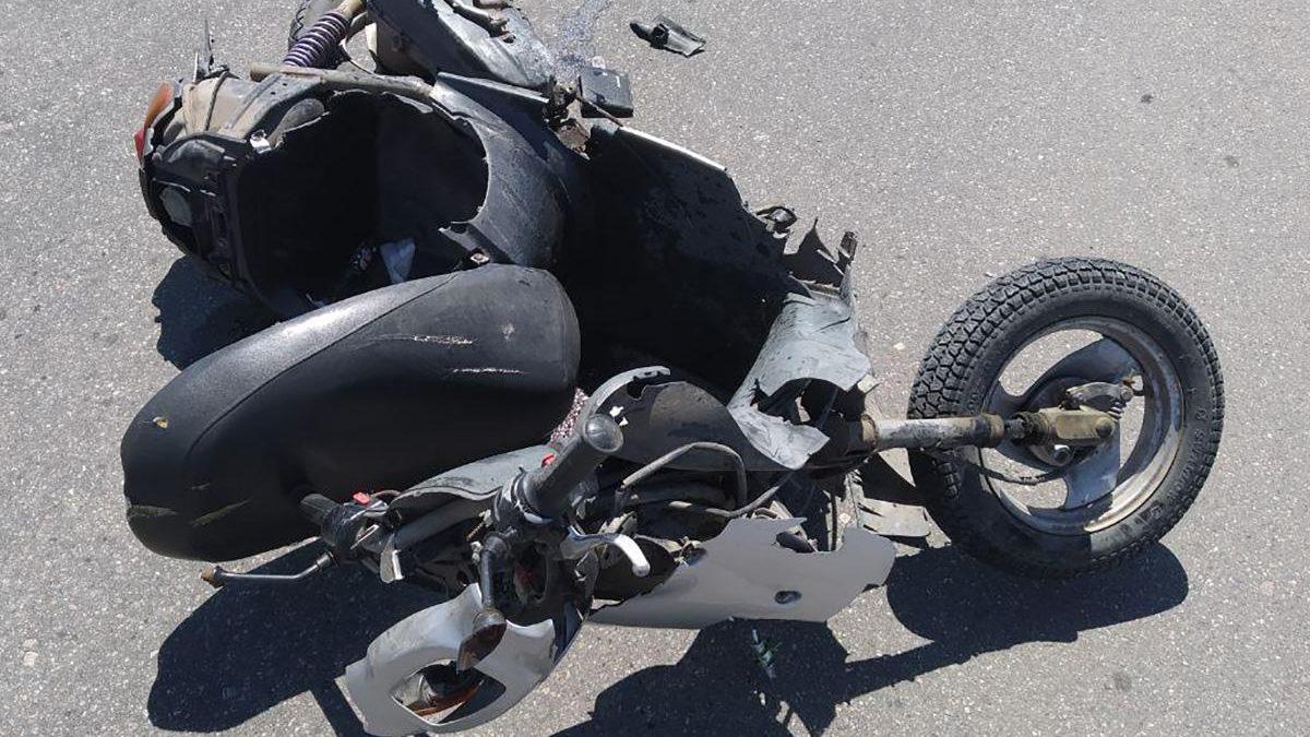 На трасі у Запорізькій області сталася смертельна ДТП: розбився водій мопеда, –  ФОТО