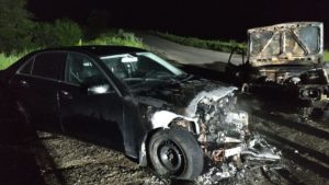 У Запоріжжі зіткнулися Мерседес і «вісімка»: обидва автомобілі загорілися, – ФОТО