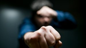 У Запорізькій області грабіжник вдерся в гараж і напав на власника