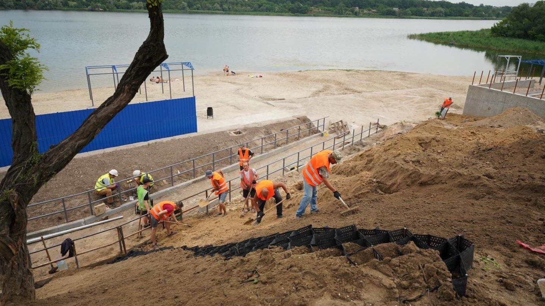 В Запорожье строят новый пляж в Заводском районе, – ФОТОРЕПОРТАЖ