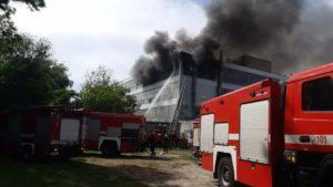 Пожар на обувной фабрике «Мида» в Запорожье тушили 60 спасателей и 13 единиц техники, – ВИДЕО