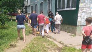 Медики рассказали, с какими травмами в больницу попала жительница Запорожья, которая выпала со второго этажа