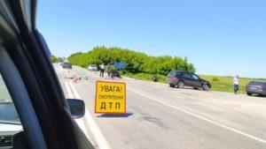 Під Запоріжжям на трасі водійка на Мерседесі влаштувала ДТП: постраждали двоє мотоциклістів, – ФОТО