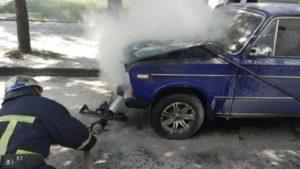 У Запорізькій області на вулиці згорів ВАЗ «шістка», – ФОТО