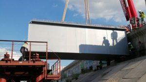 В Запорожье на мостах устанавливают новые металлические балки, – ФОТОРЕПОРТАЖ, ВИДЕО