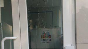 В Запорожье неизвестные разбили офис обслуживающей компании, — ФОТО