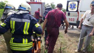 В Оріхівському районі вантажівка з'їхала в кювет: рятувальникам довелося витягати водія, — ФОТО