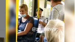 В запорожском автобусе произошел очередной конфликт между водителем и пассажиром из-за отсутствия маски, — ВИДЕО