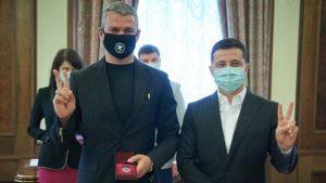 Співак родом з Запоріжжя особисто отримав нагороду від президента, — ФОТО