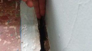 В Запорожье на проспекте разрушается дом: трещины шириной в два пальца, — ФОТО