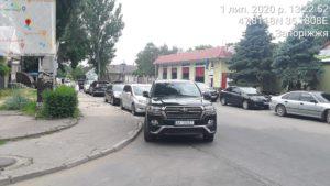 Цього місяця інспектори з паркування оштрафували велику кількість представників місцевої влади