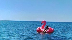 В Запорізькій області чергову відпочивальницю унесло на матраці у відкрите море
