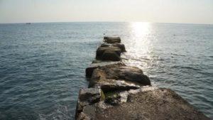 На курорті в Запорізькій області мелітопольчанка застрягла на хвилерізі