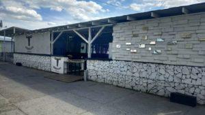 Власники кафе на Набережній в Запоріжжі отримали адмінпротокол за захаращення сміттям