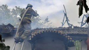 В Запорожье пятеро пожарных тушили возгорание в частном доме