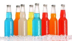 Недитячий відпочинок: в Кирилівці на пляжі неповнолітній хлопчик пив алкоголь, — ВІДЕО
