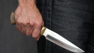 В Запоріжжі двох людей порізали ножем