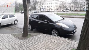 У запоріжця через неправильне паркування заарештували 10 машин