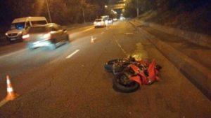 В Запорожье мотоциклист врезался в маршрутное такси, – ФОТО