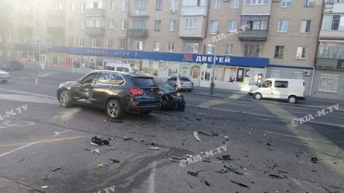 В Запорожской области элитное авто попало в масштабную аварию, – ФОТО, ВИДЕО
