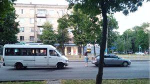 У Запоріжжі маршрутка врізалася в іномарку: постраждали 5 пасажирів, – ФОТО