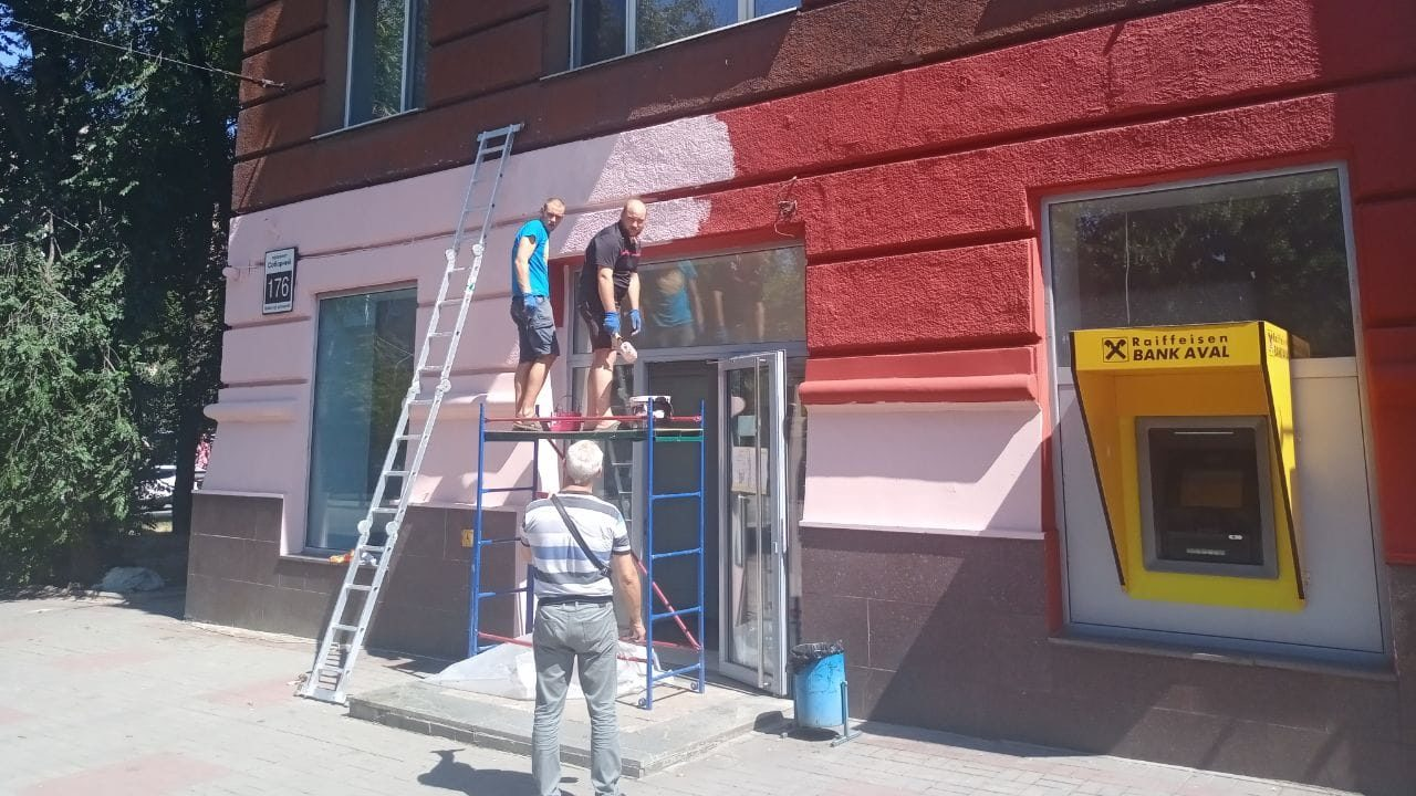 Підприємці розфарбували дім на центральному проспекті Запоріжжя в