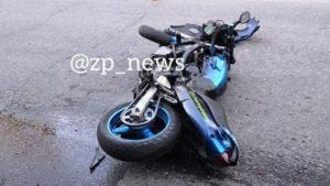 У Запоріжжі іномарка на світлофорі влетіла у мотоцикл: загинула 19-річна дівчина, – ФОТО