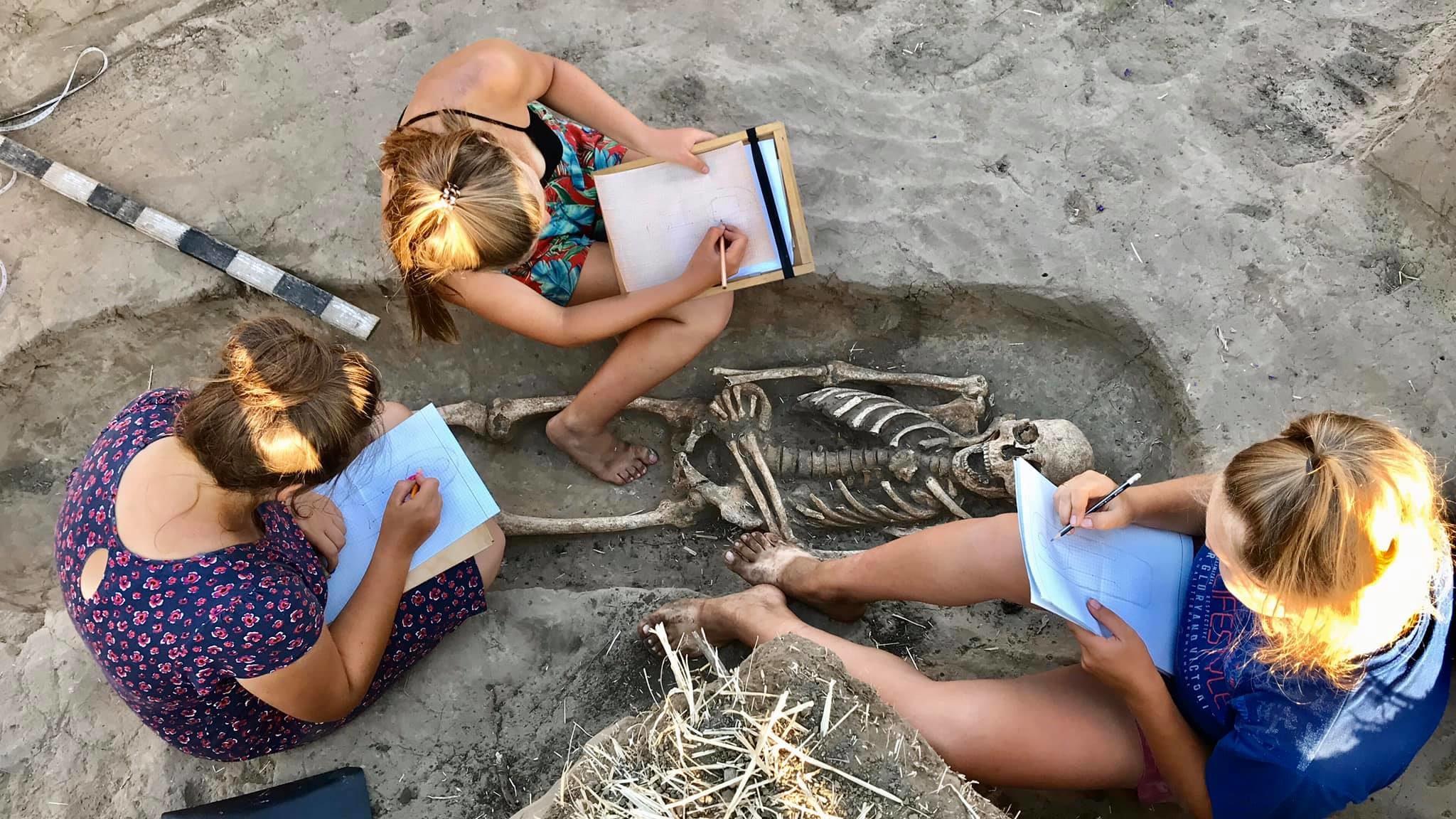 На Мамай-Горе запорожские археологи за две недели раскопок сделали кучу уникальных находок, — ФОТО